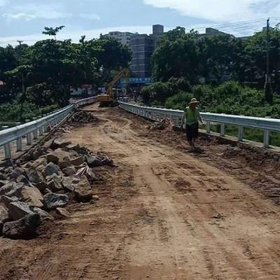 新疆批发高速公路护栏 防撞波形护栏板 可施工
