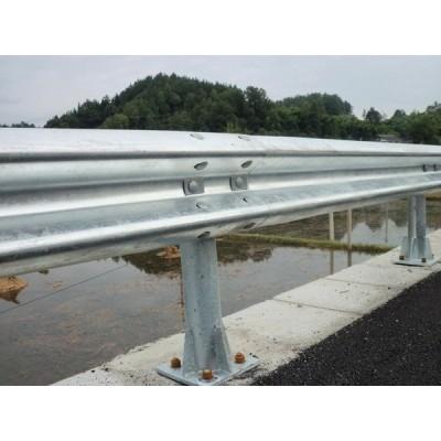 波形护栏供应铜川钢板护栏/延安波形护栏/各种公路防撞板批发