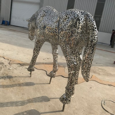 黄山小区入口金属马雕塑 字母拼接镂空工艺摆件