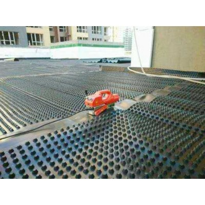 泰安各种规格车库沥水板-塑料排水板厂家